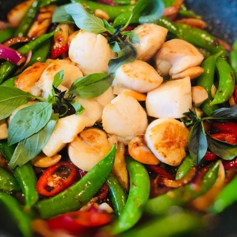 Stir- fried Scallops with Roasted Chillies